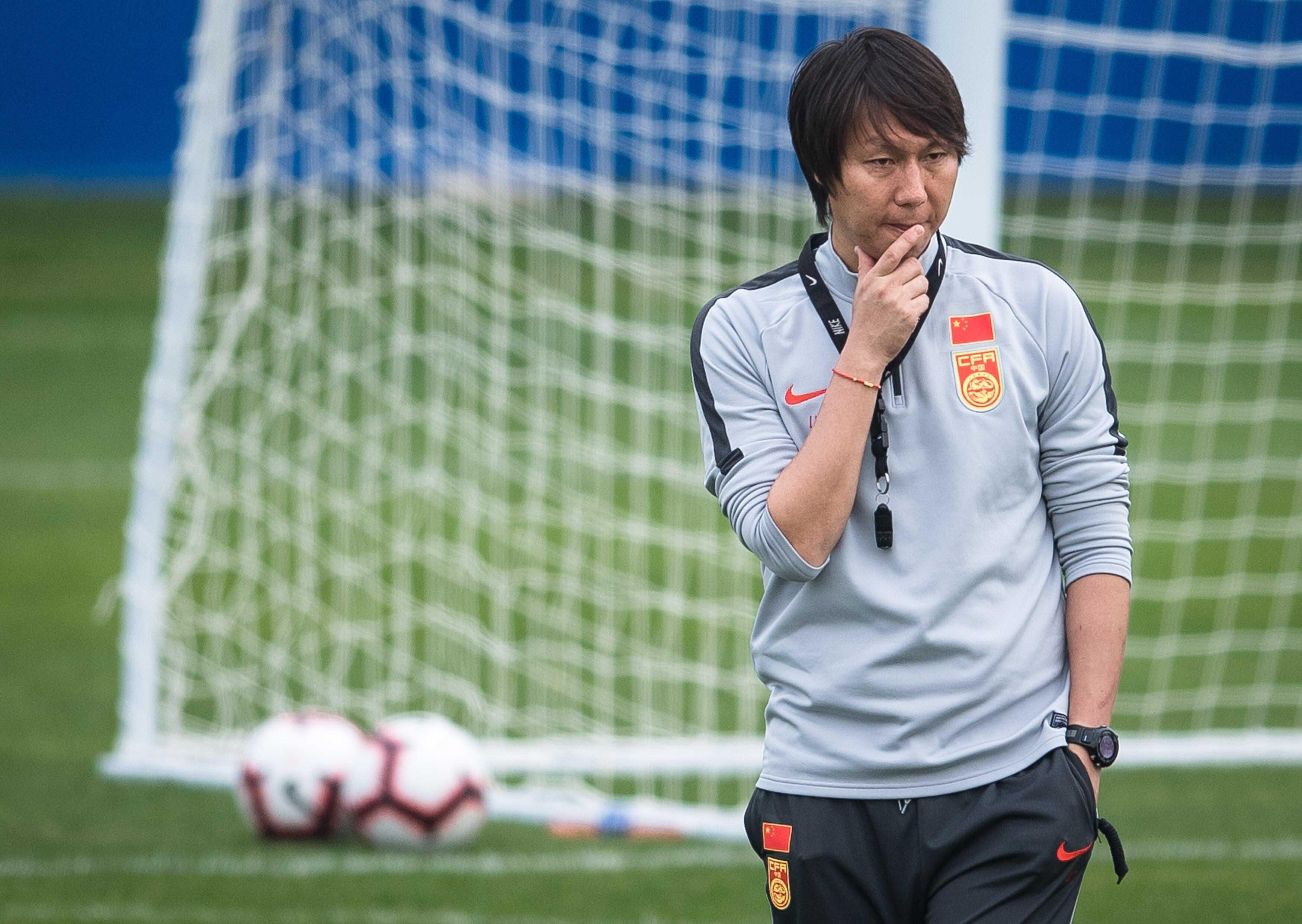 Cầu thủ Trung Quốc áp đảo thể hình trước Việt Nam -0