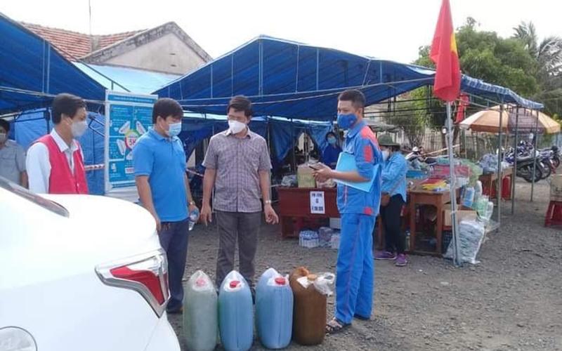 Hỗ trợ 1.450 suất quà hỗ trợ người dân từ phía nam về quê qua địa bàn Phú Yên -0