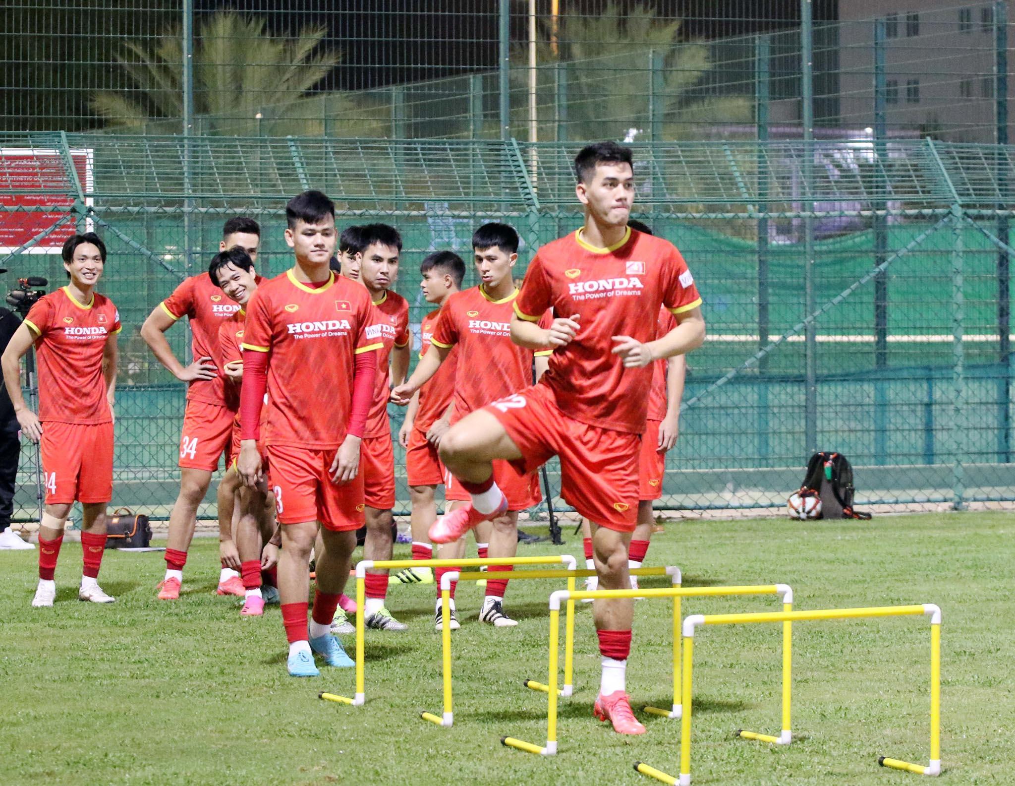 ĐT Việt Nam tập buổi đầu tiên tại Muscat, Oman -0