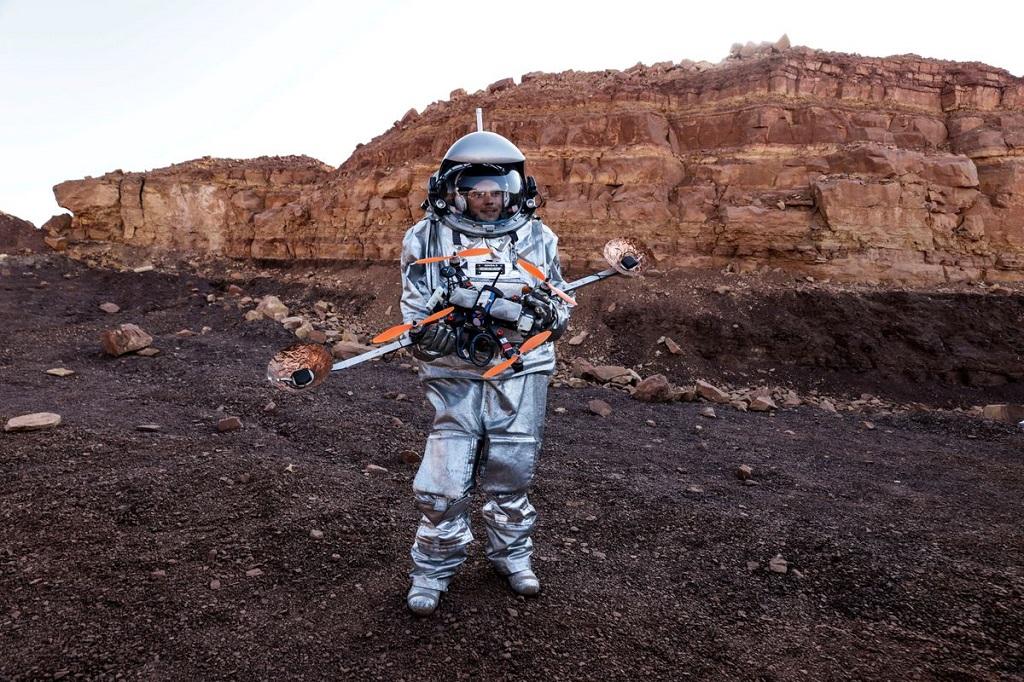 Sống trong miệng núi lửa Israel để mô phỏng sự sống trên sao Hỏa -0