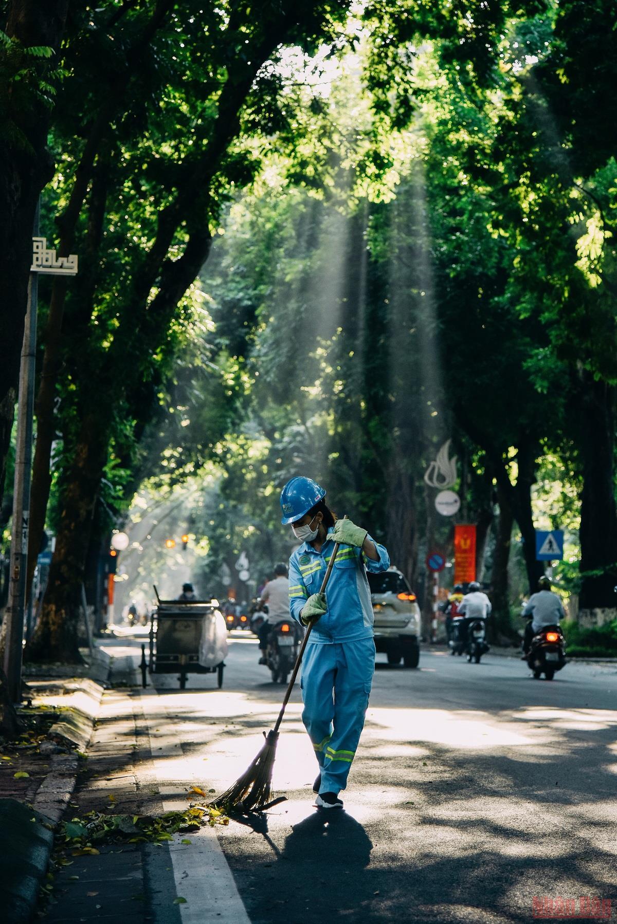 Hà Nội đón nắng sớm trong lành sau những ngày mưa -0