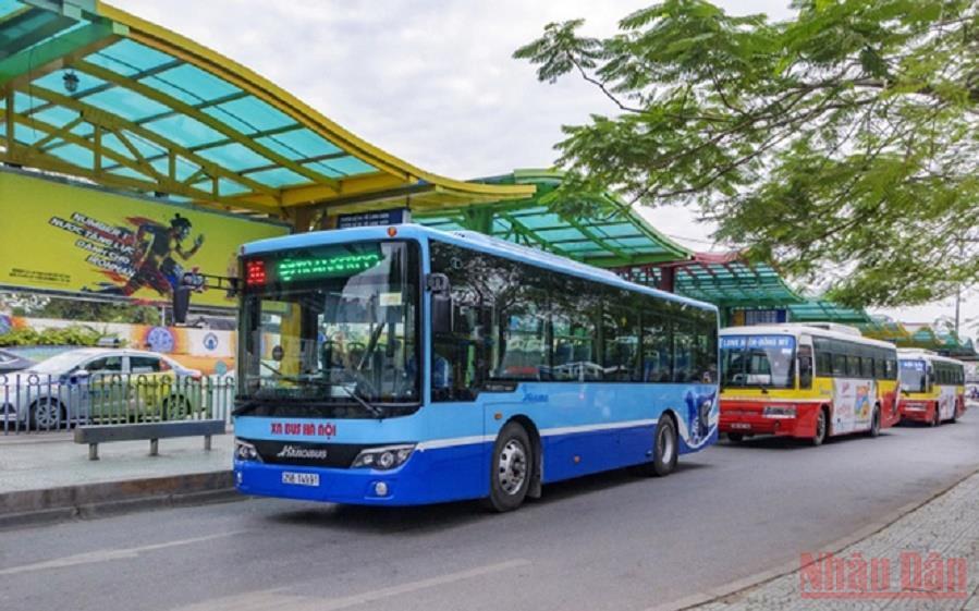Hà Nội mở lại hoạt động xe buýt, taxi, dịch vụ ăn uống tại chỗ -0