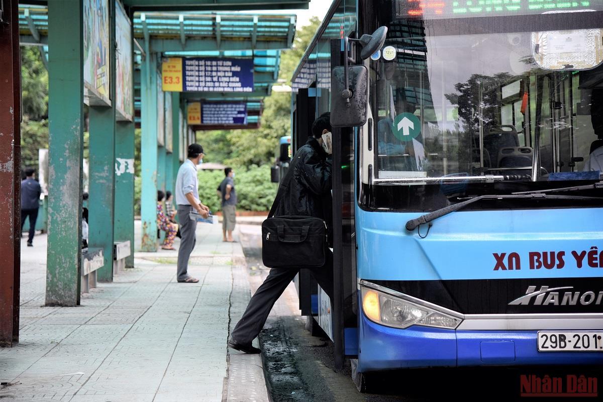 Xe buýt Hà Nội ngày đầu hoạt động trở lại -0