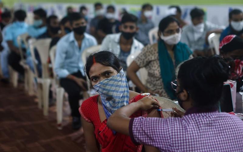 Ấn Độ cán mốc 1 tỷ liều vaccine Covid-19 nhưng vẫn tiềm ẩn nguy cơ bùng dịch