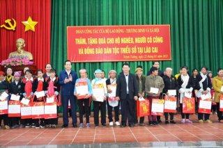 Bộ trưởng Đào Ngọc Dung chúc Tết xã biên giới ở Lào Cai