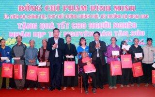 Tặng quà Tết cho người nghèo, công nhân lao động tỉnh Nam Định