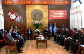 Phó Chủ tịch Quốc hội Đỗ Bá Tỵ thăm, làm việc tại Quân khu 5
