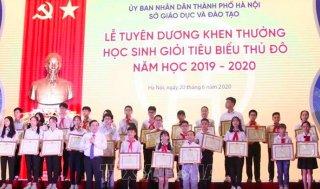Tạm dừng tuyên dương khen thưởng học sinh giỏi Thủ đô