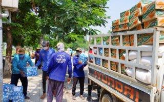 Tặng quà hỗ trợ bà con Việt kiều tại Campuchia