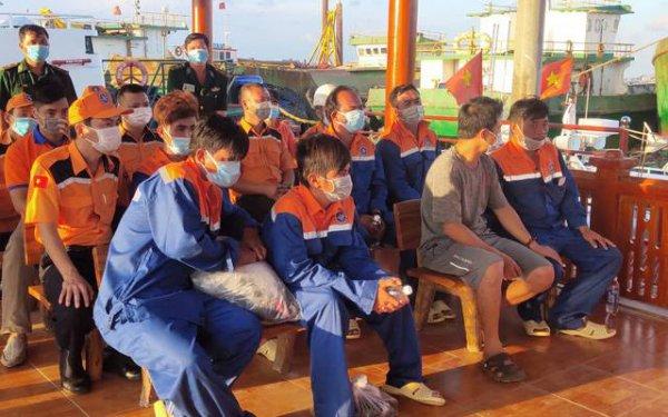 Cứu nạn khẩn cấp sáu thuyền viên trên tàu cá bị chìm